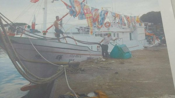 台湾基隆一艘渔船今晨在新竹外海翻覆