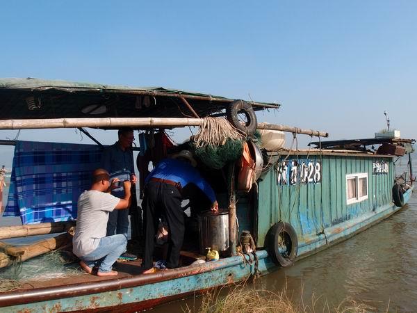 重庆九龙坡区渔政站组织开展渔业船舶安全检查