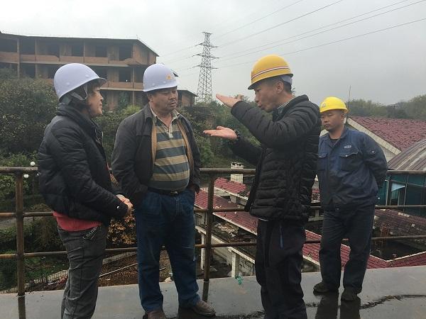 贵州省渔业局副局长李准到贵阳市红枫湖调研趸船建造情况
