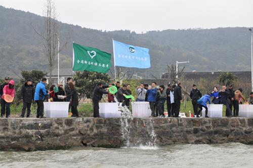 江苏太湖渔管办与金阊街道联合开展公益放鱼活动