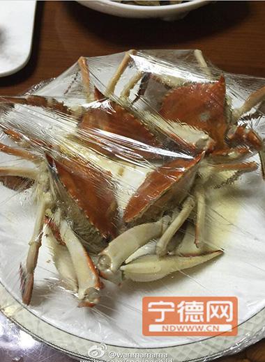 福建宁德一餐厅2只梭子蟹收费416元引发网友吐槽网友戏称:青岛豪华海鲜套餐系