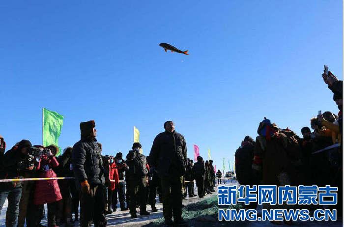 一网捕鱼3000斤 内蒙古达斡尔冰捕传承千年遗风