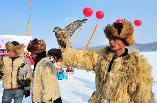 吉林长春九台区首届萨满冬捕节开幕 传统渔猎方式让人们大开眼界