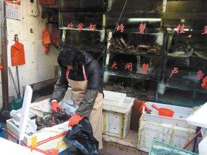 云南昆明市场肉蟹价格大跳水 一天骤降30元