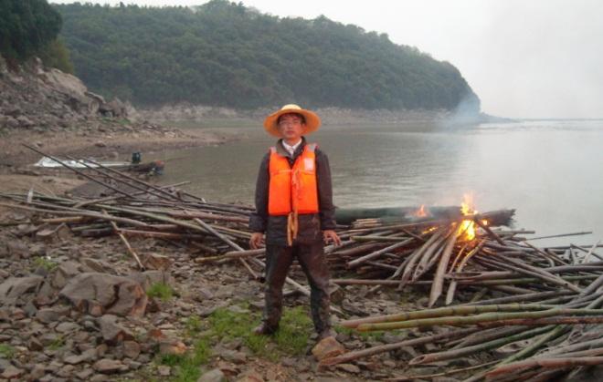 湖南岳阳市岳阳县渔政组织联合执法清缴害业行动