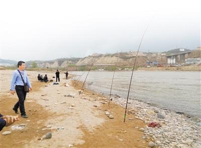 甘肃兰州市民向渔业部门举报非法捕鱼 被告知执法人员来不了