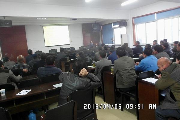 江苏省渔业科技入户挂钩专家龚培培在昆山千灯指导工作